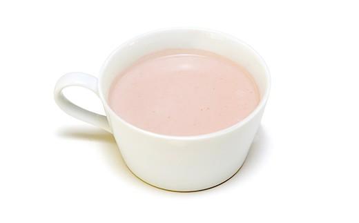 【木曽赤かぶのスープ】木曽赤カブは400年の歴史がある伝統野菜。野菜本来の優しいお味と色味が楽しめる綺麗なピンク色のポタージュ。