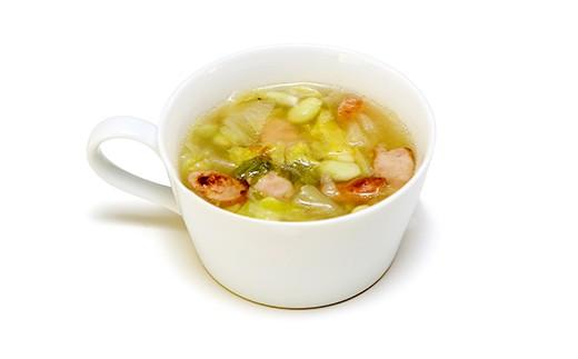 【あやみどりと白菜とSPFポークソーセージのスープ】塩尻生まれの青大豆、白菜、塩尻製造のソーセージをコンソメベースのスープに。