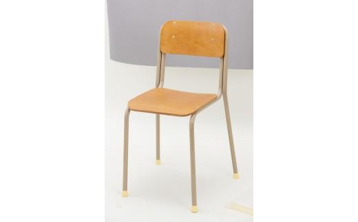 少しデザインがリニューアルされていますが、「あの頃」使った椅子です。