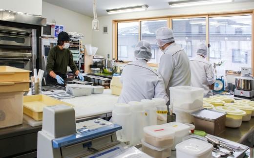 人気の手作りパンも毎日丁寧に製造しております。