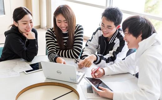 仲間たちと話し合い、競い合いながら学ぶ。社会に必要なコミュニケーション能力を身につける場としても重要な役割をになっています。