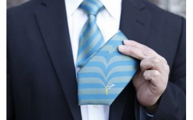 サーファー必見!遊び心満載のサーフィン柄シルク100%ネクタイ