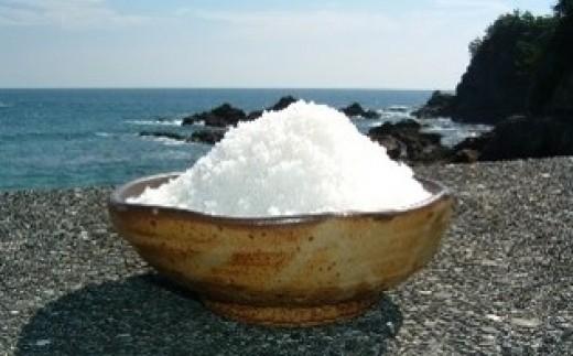 ◆自然豊かな黒潮町で太陽と風の力と生産者の丁寧な作業で生産される天日塩がカツオ本来の風味を引き立てます。