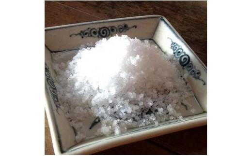 ◆自然の力と職人の丹念な作業だけで作られた天日塩の奥深い味わいです。