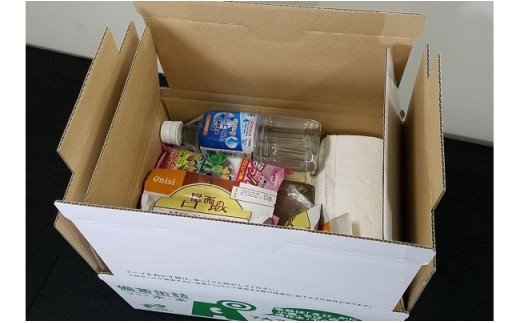 ◆箱は2重構造になっていて、中にはこのように備えの品が入っています。食料、飲料、排せつまでトータルな備えです。