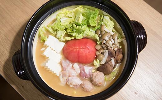 冬はトマト鍋で温まるのがオススメ。お好きなお出汁にトマトを入れるだけ!