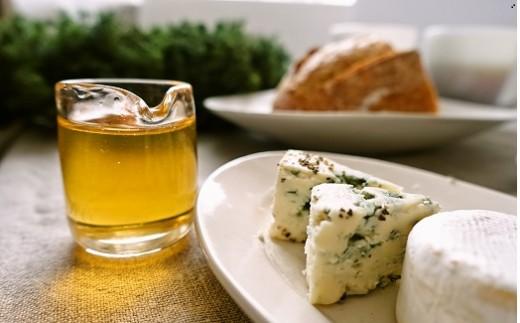 そのままパンやヨーグルトに。黒胡椒とともにチーズに合わせるのもおすすめです