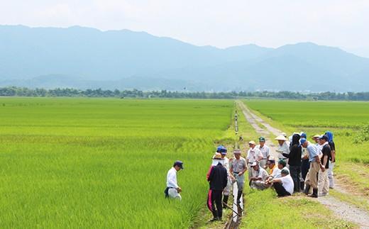 海と山に囲まれ、先祖伝来150年以上の耕作土を持つ根っからの田園の町です。