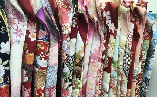 着物専門店ならではの品ぞろえ。お好みのお着物を選べます。