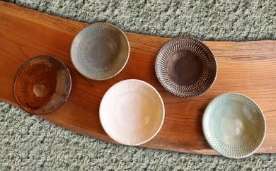[№5666-0233]益子焼 えのきだ窯 明るい五色飛び鉋取り皿セット