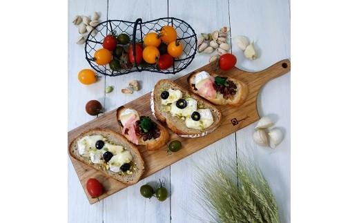 パンやチーズなどを盛り付け、そのまま食器として使用できます