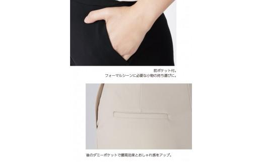 便利な前ポケットはもちろん、後ろにはダミーポケット付き