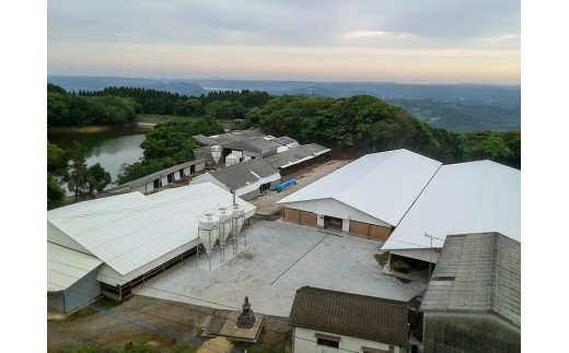 弥川畜産牛舎外観