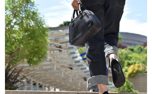 (ブラック)色違いで持ってる人も多い定番のバッグです。