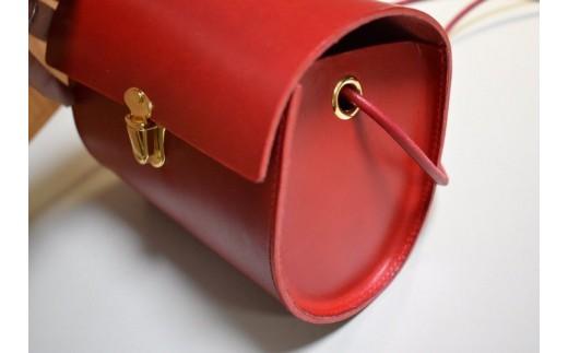 大人のための おもちゃバッグ。丸いフォルムが可愛らしいポシェットに仕上がっています☆