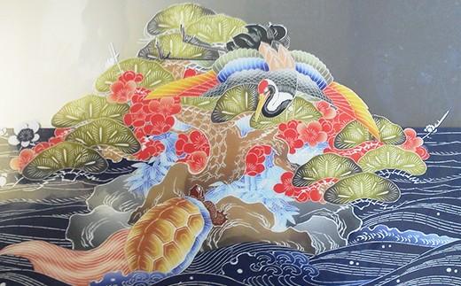 万祝の図柄(クリアファイル)。鶴や亀が鮮やかな色彩で描かれています。