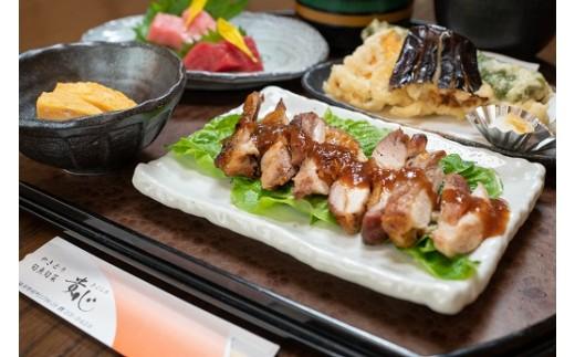 メイン料理の鶏ステーキは、この辺りでは有名な「播州百日どり」。絶妙の歯ごたえと、コクのあるうま味をお楽しみください。