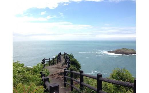 クルスの海 訪れると願いが叶うという不思議な言い伝えがあります。展望台から見ると、岩の形が『叶』という文字に見えます