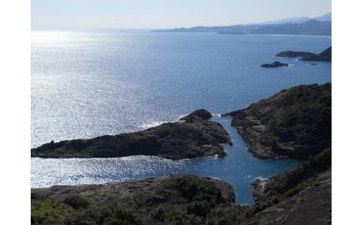 クルスの海 訪れると願いが叶うという不思議な言い伝えがあります。展望台から見ると岩の形が『叶』という文字に見えます