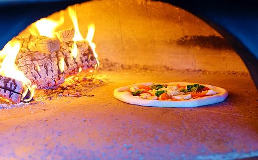 香ばしい薪焼きで。400℃の高温で一気に焼き上げます。