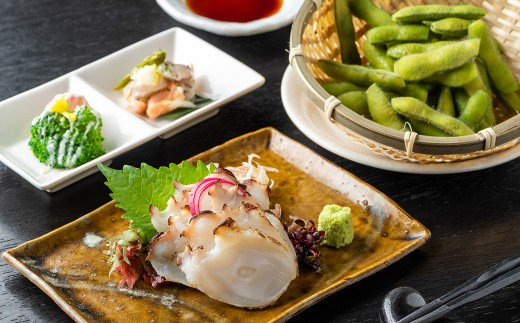 焼き鳥以外にも、新鮮な魚介から創作料理まで楽しめます。