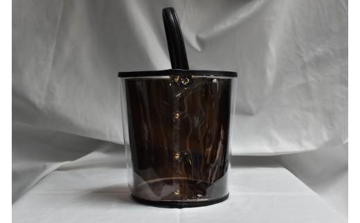 写真はビニールバッグ本体に、ビニールバッグ内側(茶色)を組み合わせたものです。二重構造になっており、お好みで播州織を挟めます。