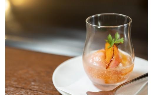 西脇市佐藤さん家の苺(桃薫)のソルベ・・・佐藤果実工房さんの苺(桃薫)を100%使用したソルベに桃とジンジャーエールを流しました