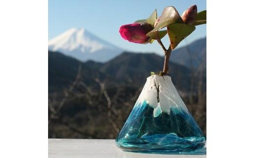 キラキラ輝く手作り富士山の一輪挿し【1048906】