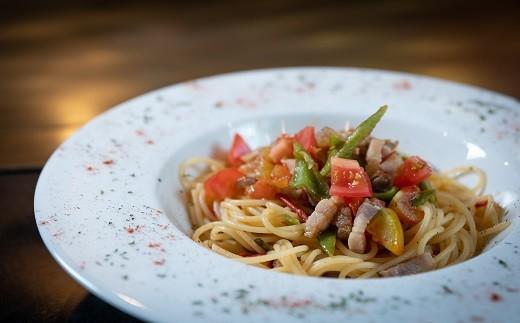 パスタ:地産の野菜と、自家製パンチェッタのフレッシュトマトのオイルパスタ