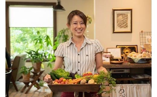 野菜ソムリエやメディカルハーブコーディネーター等の資格を取得したシェフが作る、西脇市産のオーガニック野菜やお肉が食べられるお店♪