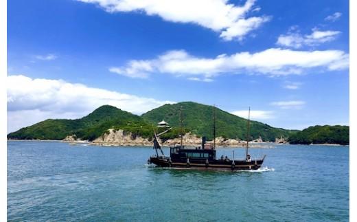 仙酔島へは鞆の浦からフェリーで5分。運がよければ写真の「いろは丸」に乗れるかも