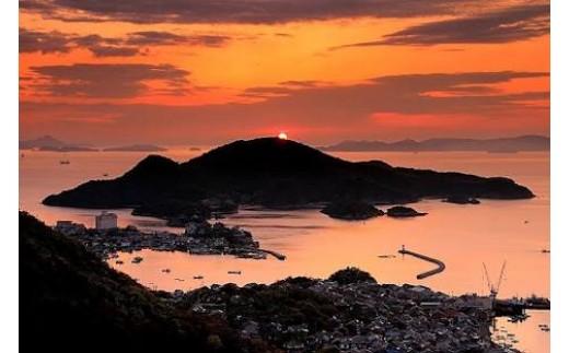 瀬戸内の夕暮れに染まる仙酔島