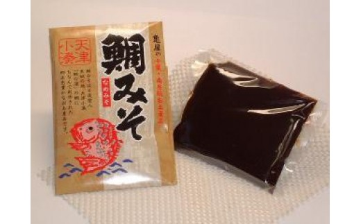 「鯛みそ」は、鯛の浦の鯛に因んだ南房総(天津小湊)の古来よりの名物です。こちらは、亀屋本店特製の「オリジナル鯛みそ」です。