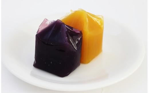 種子島産の【安納いも】と【紫芋】を焼きいもにしてから、まろやかなようかんに練り上げました。