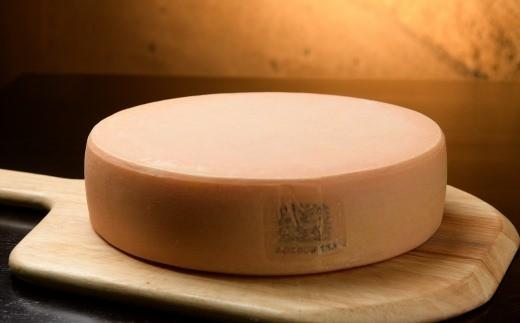 とかち「ラクレットチーズモールウォッシュ(1ホール)」【D12】