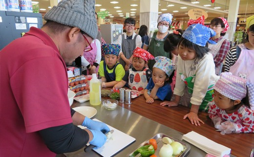 親子料理教室などの食育活動にも取り組んでいます