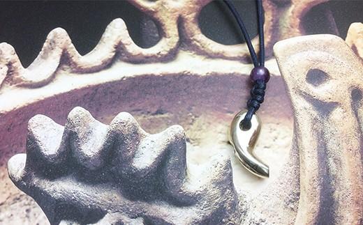 【060-012】【地震!?】勾玉銀の笛 天然石ビーズ付き ちいさめ ホイッスル アメジスト/タイガーアイ