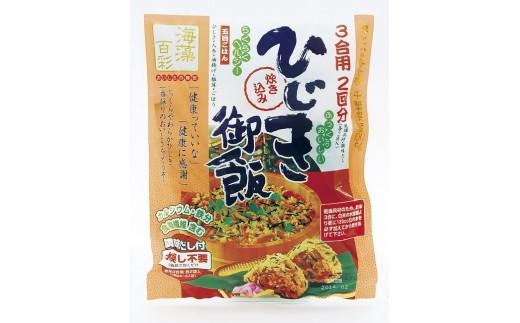 研いだお米に混ぜて炊くだけ!おいしい香りのひじき炊き込みご飯が完成です。