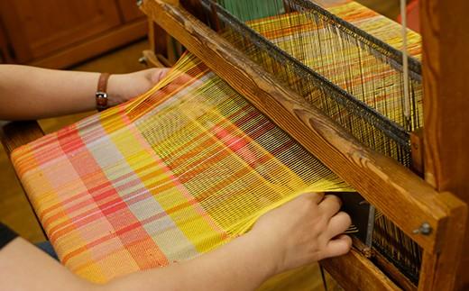思いのまま様々な糸を組み合わせる『さをり織り』