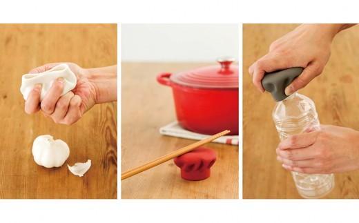 ガーリックの薄皮剥き・菜箸置き・キャップオープナーとしても使えます。