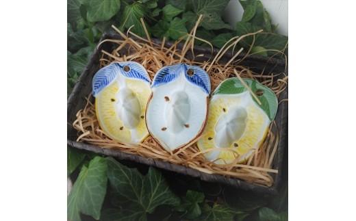 レモン絞り器 左からイタリアカラー、ブルー、レモン色