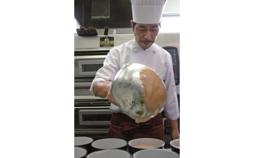 4店舗で修行を重ねたシェフが作る手作りの焼き菓子。卵やフルーツの素材にもこだわっています!