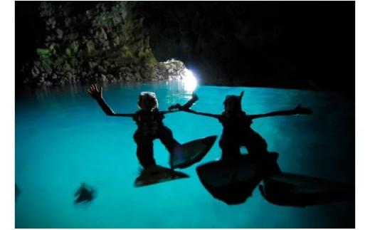 【青の洞窟】シュノーケリング+熱帯魚と遊ぶ餌付けシュノーケリング