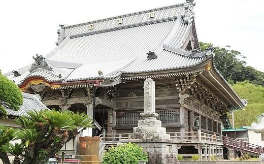 霊験あらたかな誕生寺の祖師堂。大瓦は必見の価値あり。