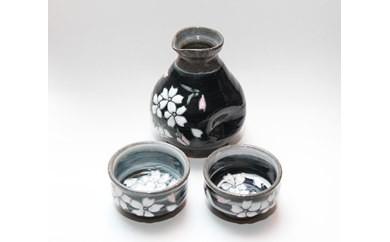 【受注生産】盛付桜とっくり&おちょこ2個セット(黒)