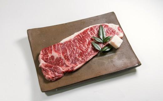 高原黒牛 ロースステーキ:赤身の肉々しさと脂の甘みが共存した逸品