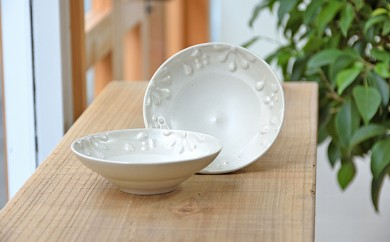 [№5796-0478]いっちん文様 陶器の小皿 2枚セット