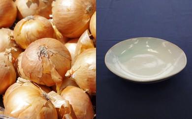 [№5871-0293]野菜(玉ねぎ約7kg)と陶器(丸皿1枚)のセット