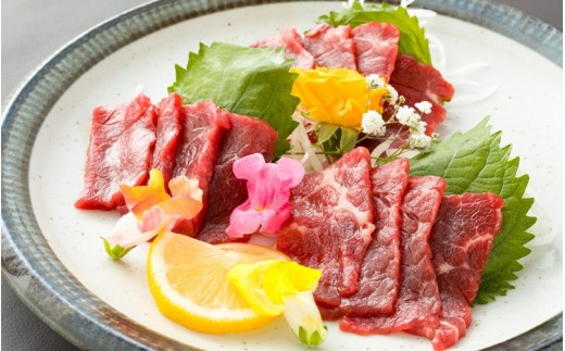 馬肉本来の旨味が味わえる、貴重な【純国産】上赤身馬刺しを、たっぷり500gご用意しました。