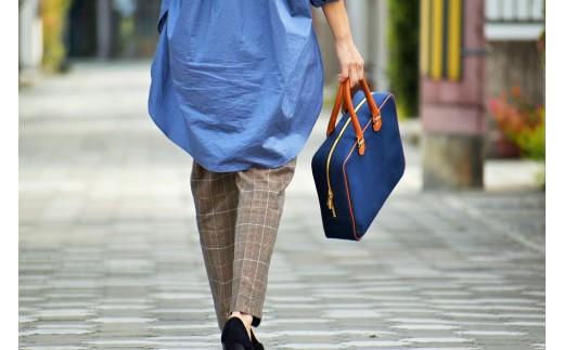 A4サイズも入るので通学や通勤にもオススメ◎どこか懐かしい雰囲気漂うバッグです。